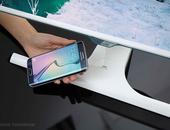 Samsung komt met monitor met draadloze oplader in voet